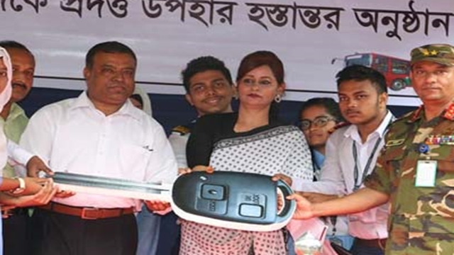 PM gives 5 buses to Ramiz Uddin Cantonment College