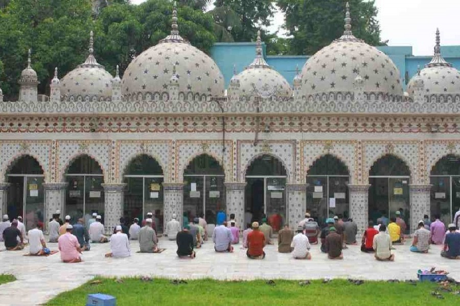 Muslims in BD join Jum'a prayers at mosques after a month