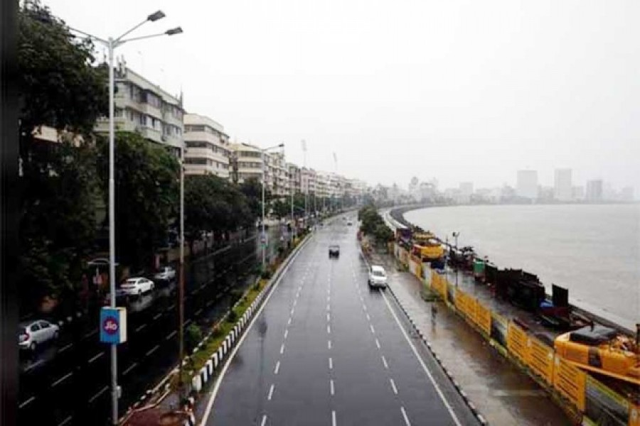 Mumbai avoids brunt of cyclone