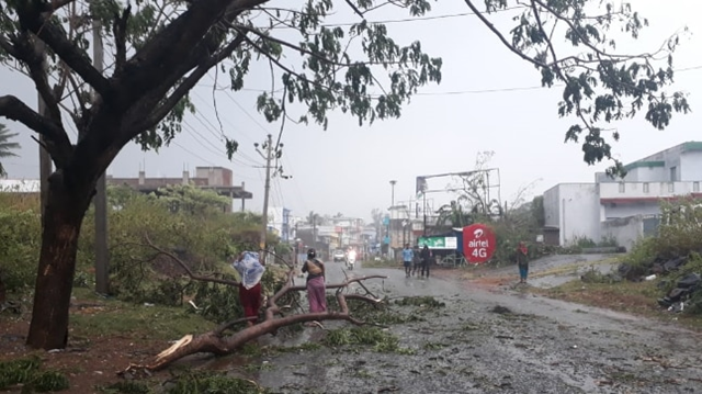 Cyclone 'Titli' hits eastern Indian coast with wind, rain