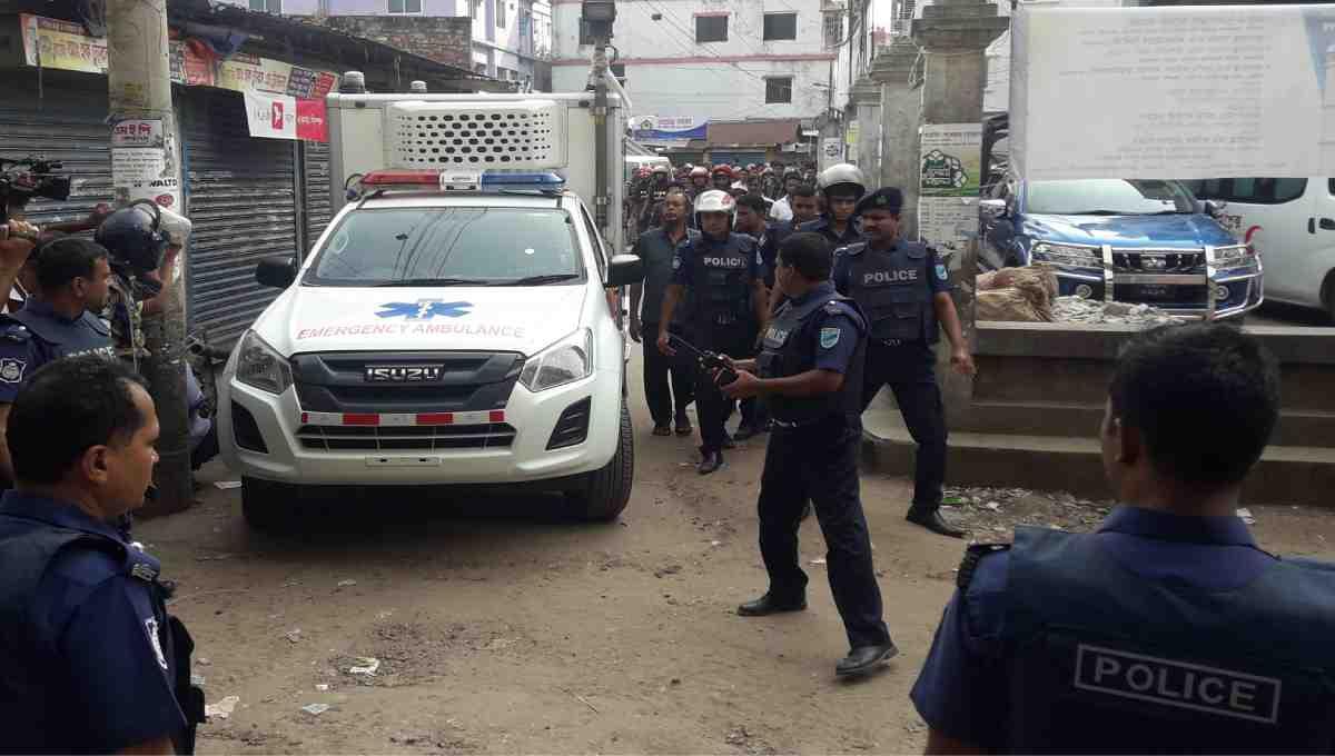 2 female 'militants' surrender at Narsingdi den