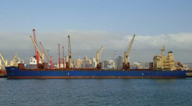 Over-length vessel anchors at Ctg port