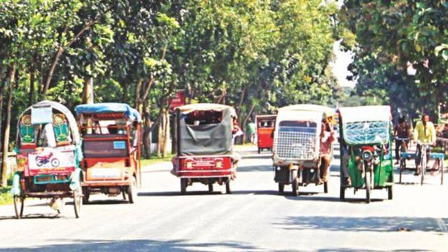 Banned three-wheelers making highways more dangerous
