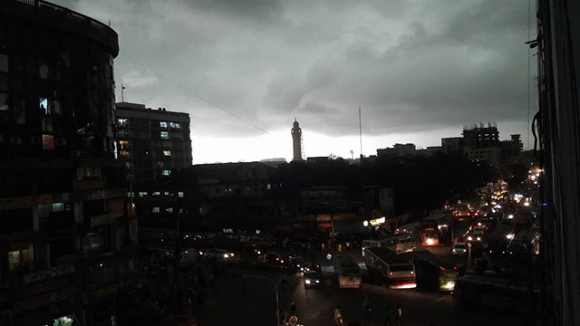 Heavy darkness enveloped Dhaka city for around half an hour from 11:00am on Thursday...Magbazar.