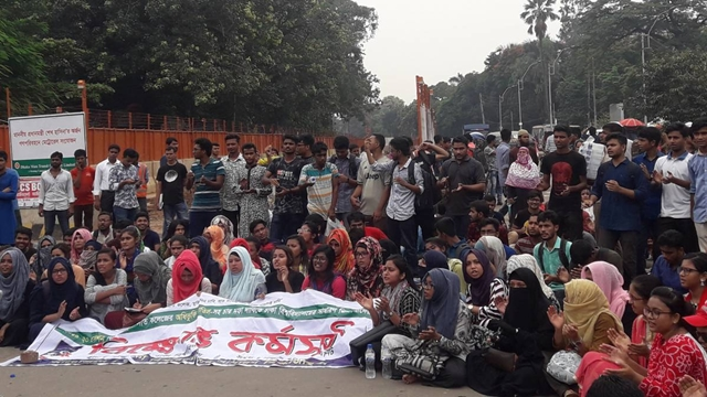 DU students block Shahabagh again