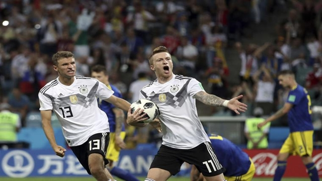 Kroos' late winner revives Germany hopes
