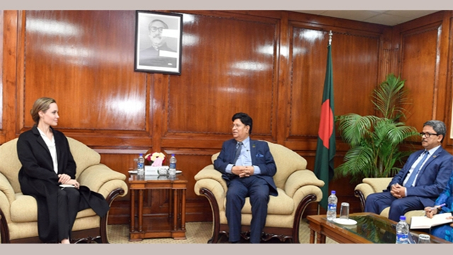 Dhaka urges Jolie to stage event in Hollywood for Rohingyas