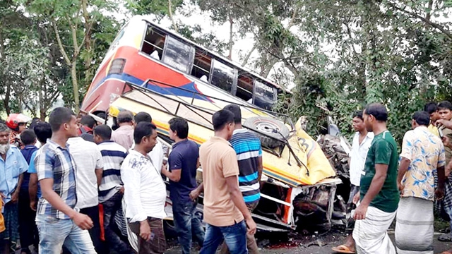 15 killed in Natore road crash