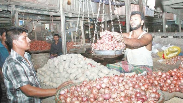 Supply glut fails to tame prices of onion, garlic