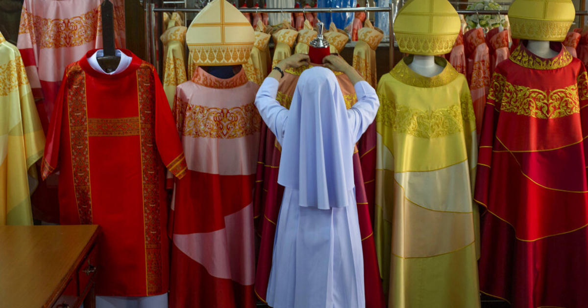 Bespoke silk robes await Pope Francis on Thailand visit