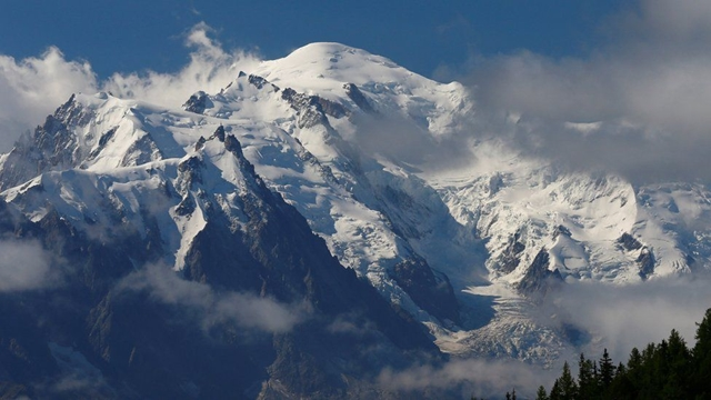 France restricts access to Mont Blanc amid safety fears