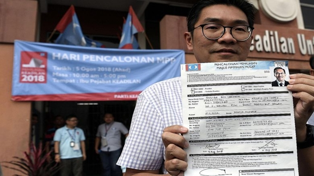 Anwar wins PKR top post without fight