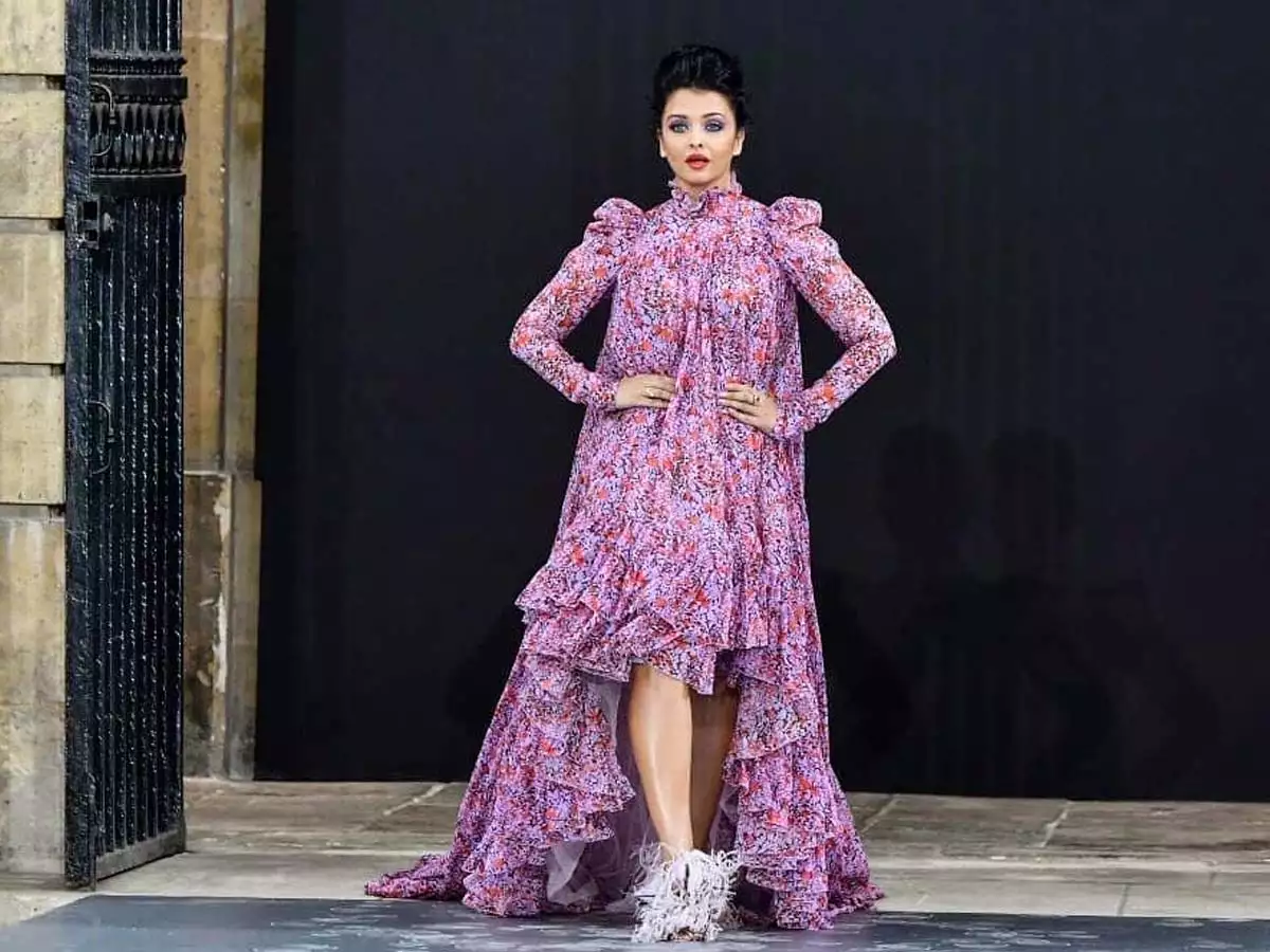Aishwarya Rai stuns at Paris Fashion Week ramp