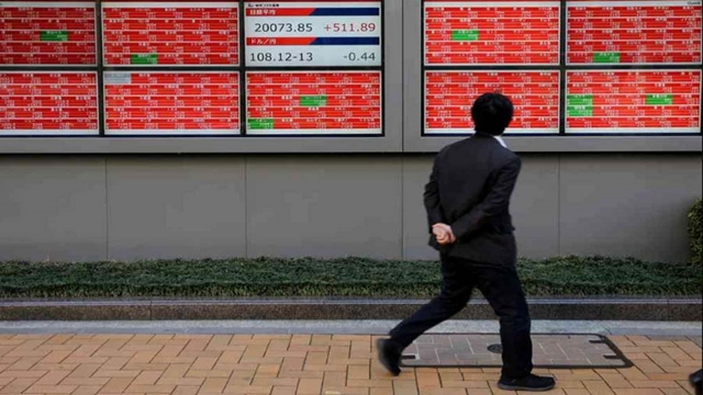 Asian shares mixed in thin trading