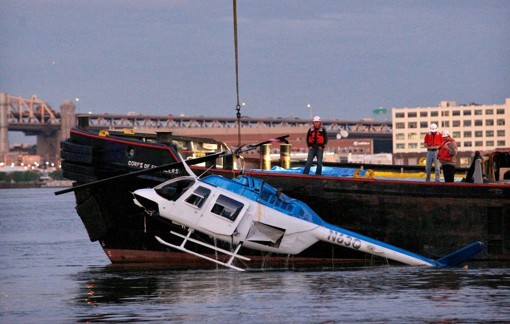 2 dead in NY river helicopter crash