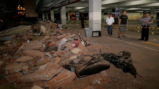 Indonesia quake kills 82, injures hundreds