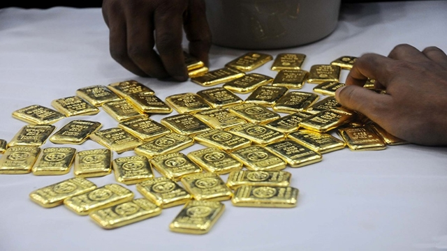 Customs officials at Dhaka airport detain man with 6.5kg gold
