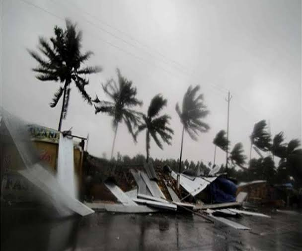 Cyclone Yaas batters eastern India, 1.2 million seek shelter