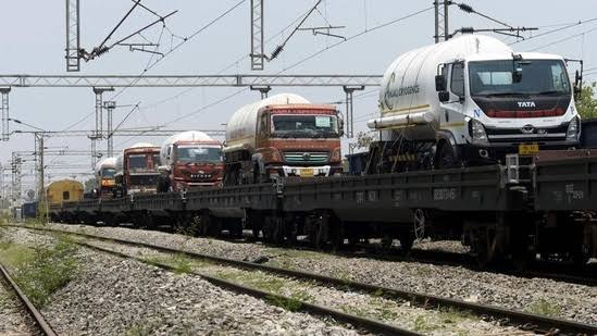 'Oxygen Express' leaves India for Bangladesh to deliver 200MT LMO
