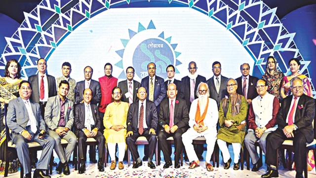 Five eminent persons get Mercantile Bank awards