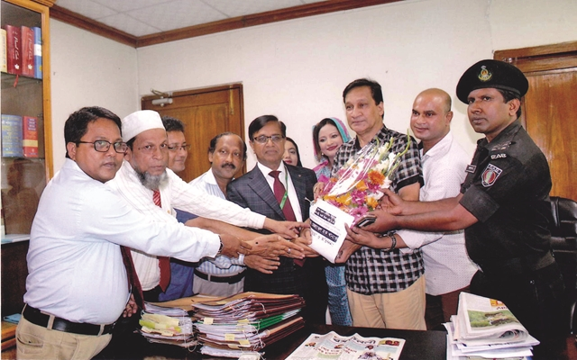 Editor of The Finance Today (online news portal) Mr. Motiur Rahman and representatives of various organizations greeted the newly appointed Anti Corruption Commission (ACC) Commissioner, Dr. Mozammel Haque Khan.