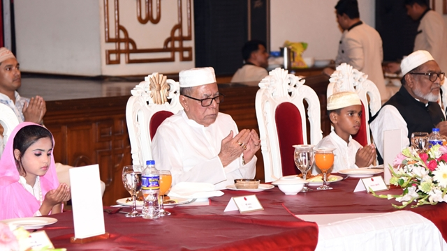 President hosts iftar for alem-ulema