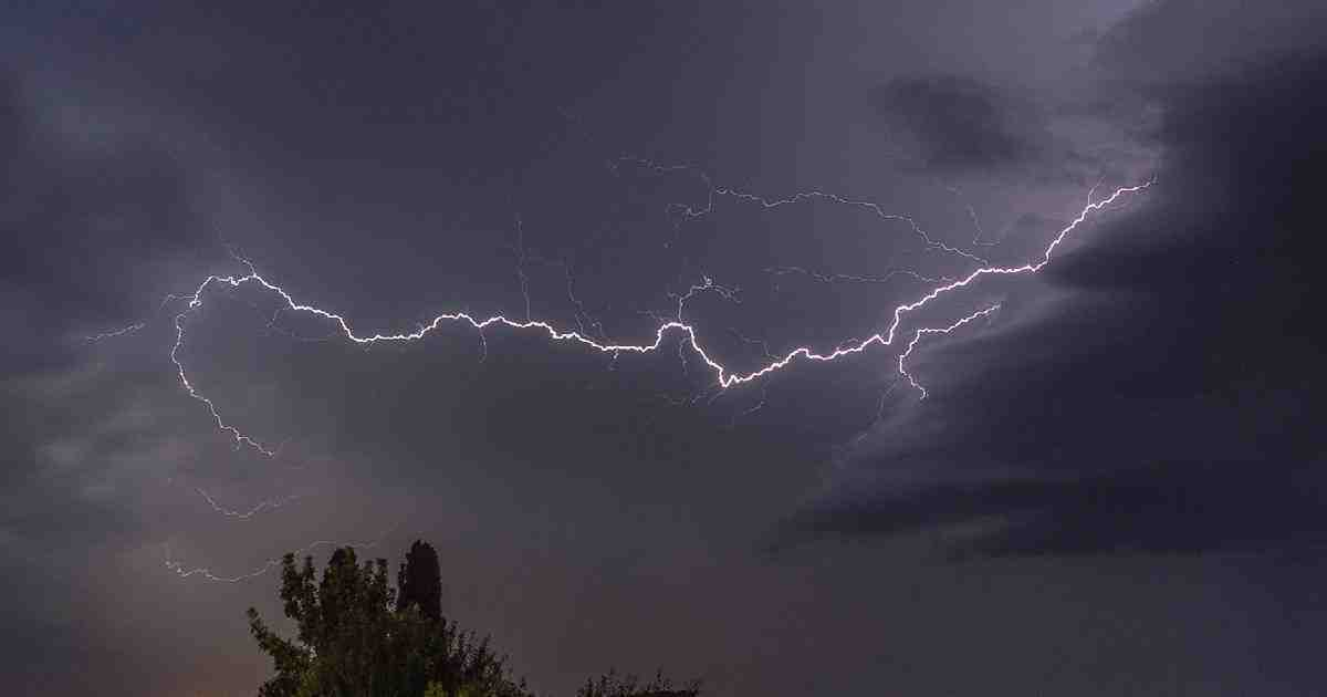 Lightning strikes kill 4 in Pabna